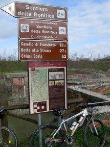 """16 ottobre 2016 Sentiero della Bonifica fino al lago di Chiusi – gita """"ciclo-enogastronomica"""""""